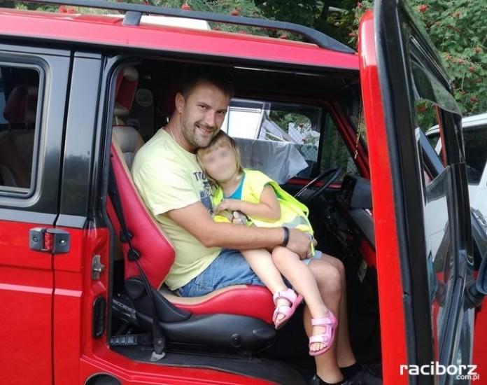 Ojciec i córka spotykają się ze sobą