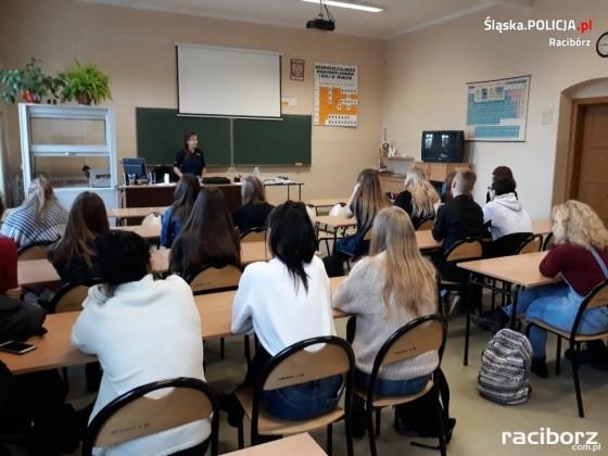 policjanci spotkanie w szkole (1)