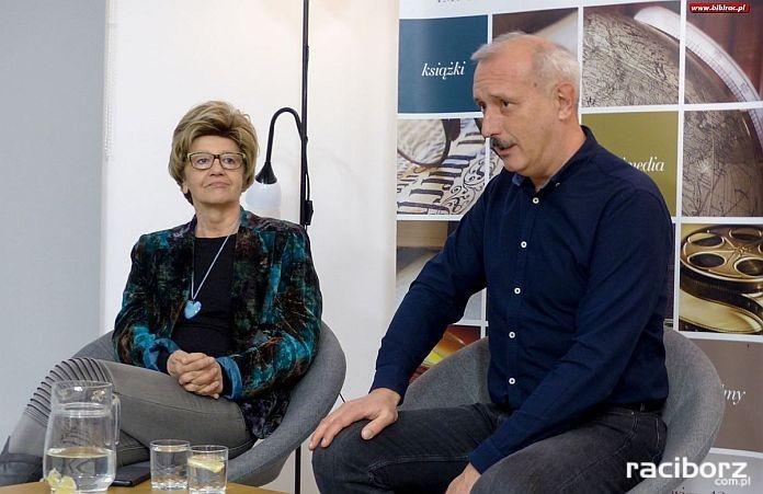 Maria Ulatowska i Jacek Skowroński w raciborskiej bibliotece