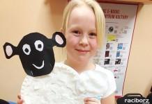 Owieczki na zajęciach plastycznych w Pogrzebieniu