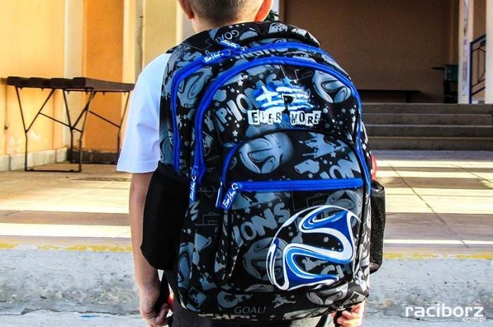 Wiele uczniów nosi zbyt ciężkie plecaki