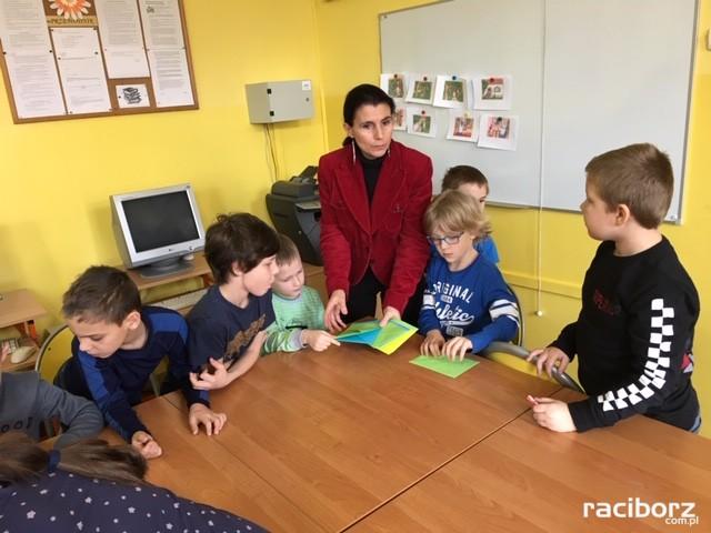 uroczyste pasowanie sp 4 dzieci bibilioteka (3)