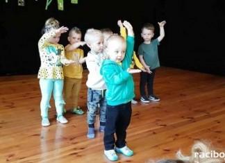 Wiosenny występ grupy Fiku-miku w RCK