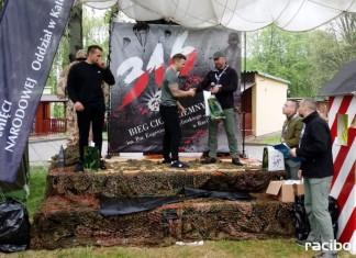 Kuźniański komendant na podium w podciąganiu na drążku