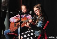 Koncert raciborskiego MDK z okazji Dnia Mamy i Taty