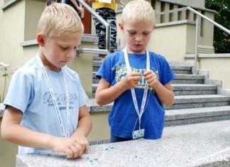 Lato z biblioteką: W poszukiwaniu niebieskiego koralika