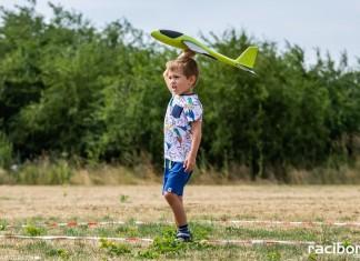skrzydlaty raciborz zawody rzut samolotem z papeiru