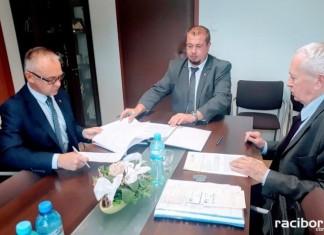 Racibórz: Umowa na zakup nowego ambulansu podpisana