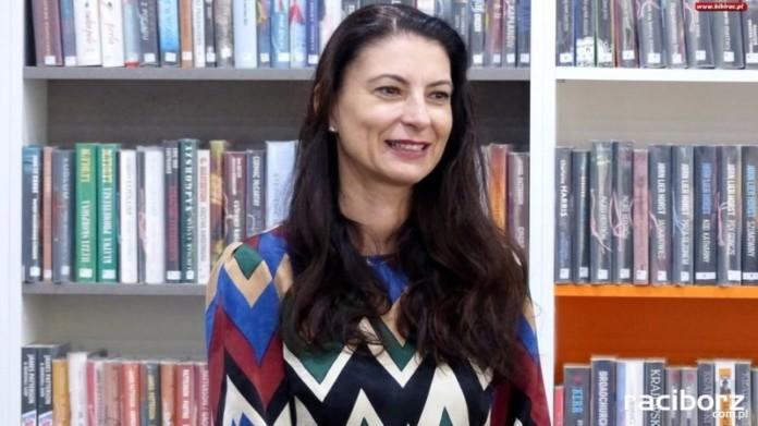 Ałbena Grabowska w bibliotece na Ostrogu
