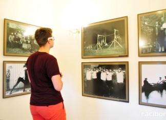 """Wystawa """"Sport na dawnej fotografii w trójwymiarze"""" na zamku"""