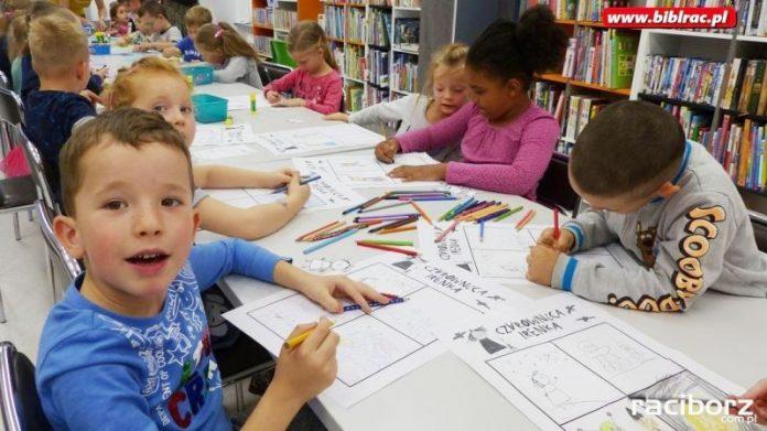 Raciborskie przedszkolaki i czarownika Irenka w bibliotece