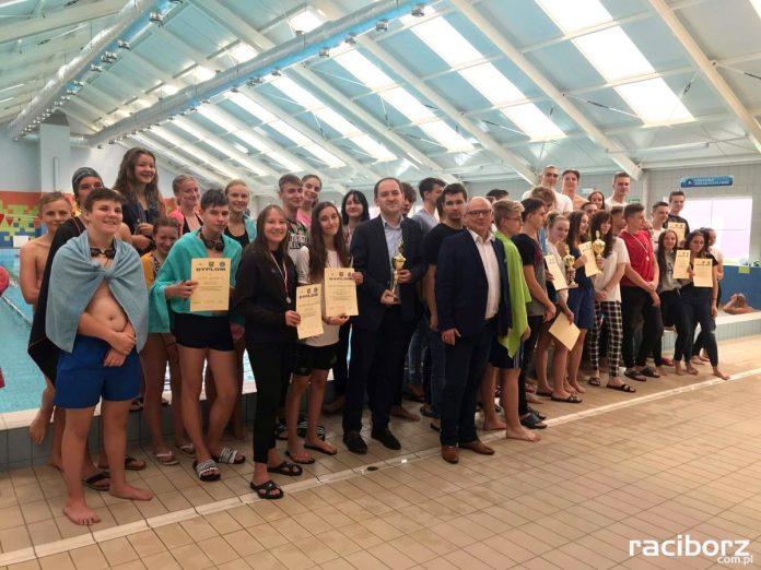 Pływali o Puchar Starosty