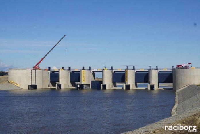 Historyczny moment przepięcia wód rzeki Odry