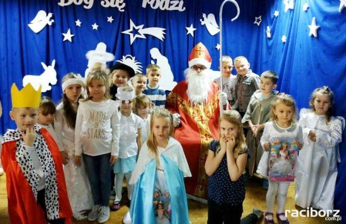 Jasełka i wiersze na śląską nutę w przedszkolu w Grzegorzowicach