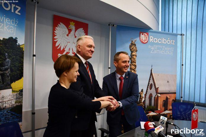 Dariusz Polowy pieczętuje wstąpienie do Partii Jarosława Gowina