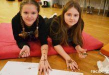 Warsztaty malowania tatuaży henną na raciborskim zamku