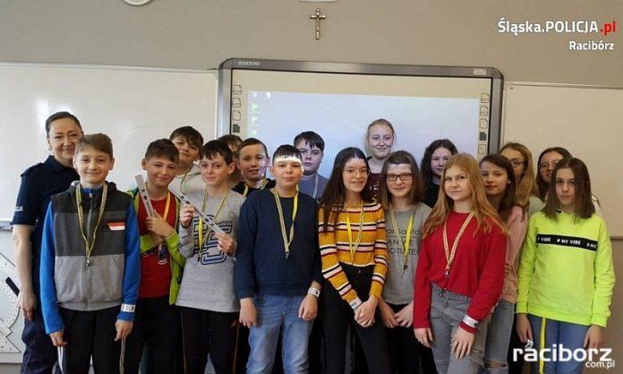 Uczniowie szkoły w Bieńkowicach spotkali się z policjantką