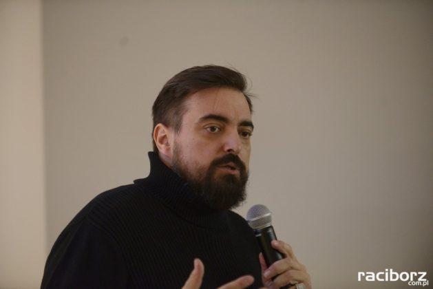 Tomasz Sekielski gościł w raciborskiej bibliotece