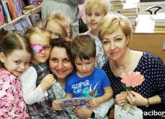 Pszczółki i pisarze w rudzkiej bibliotece