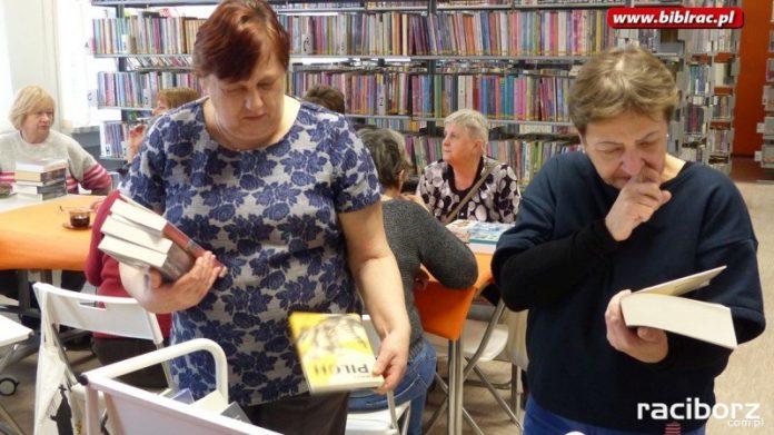 Dzień Kobiet z książką w raciborskiej bibliotece