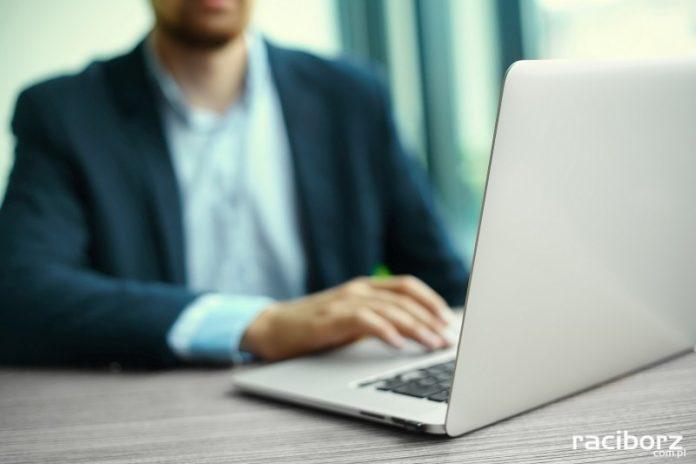 praca komputer biznes
