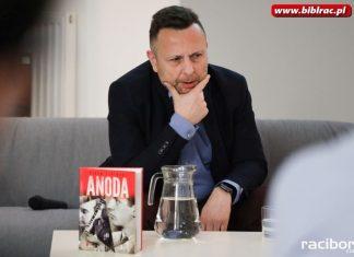 """""""Stalinizm po polsku"""". Spotkanie z Piotrem Lipińskim w bibliotece"""