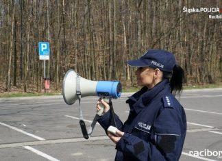 Policjanci w Raciborzu apelują do mieszkańców o pozostanie w domach