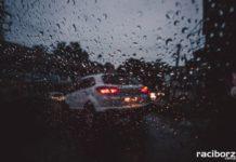samochod wieczor