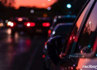samochod droga wieczor