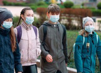 uczniowie szkola koronawirus