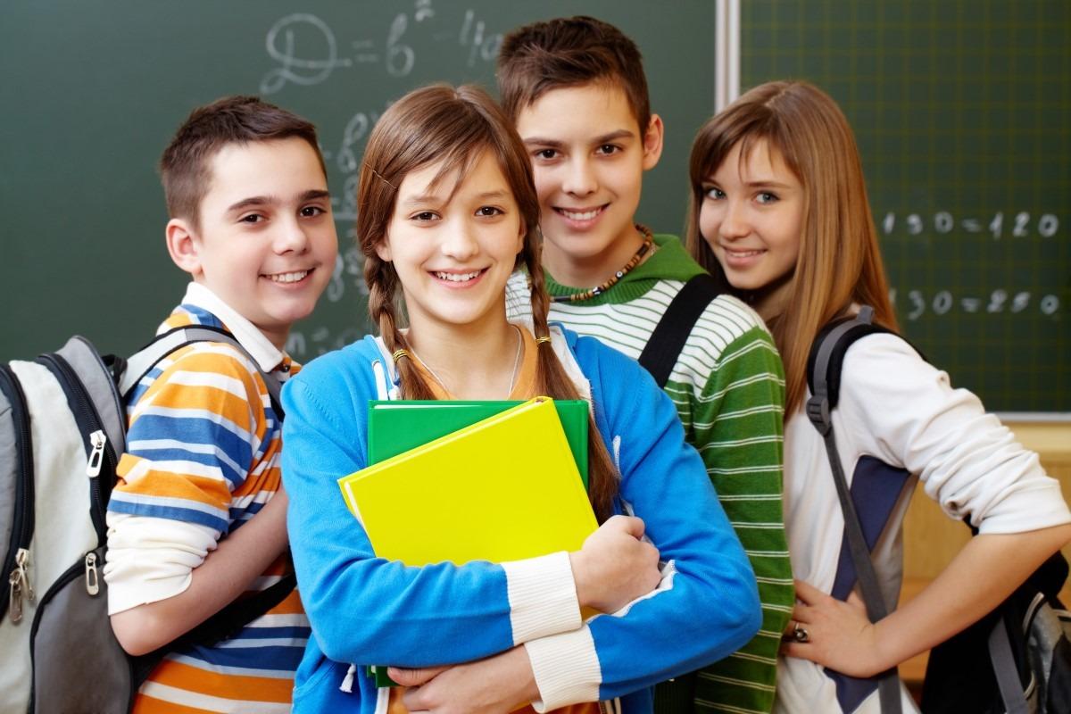 uczniowie wracają do szkół