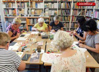 Kreatywne warsztaty w bibliotece w Markowicach