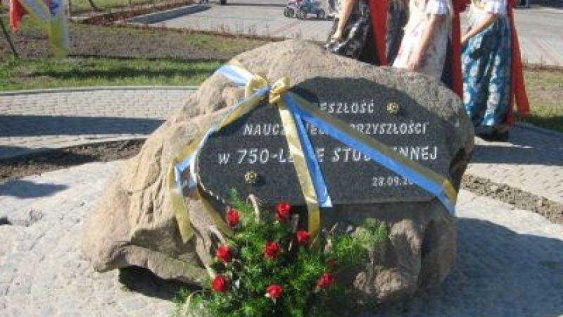 Odsłonięto tablicę upamiętniającą 750-lecie Studziennej