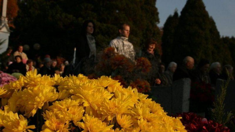 Zaduma nad grobami tych, którzy odeszli