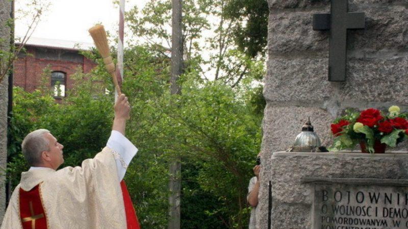W Brzeziu poświęcono krzyż na pomniku poległych