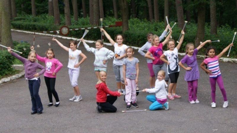 Mażoretki na obozie w Olecku