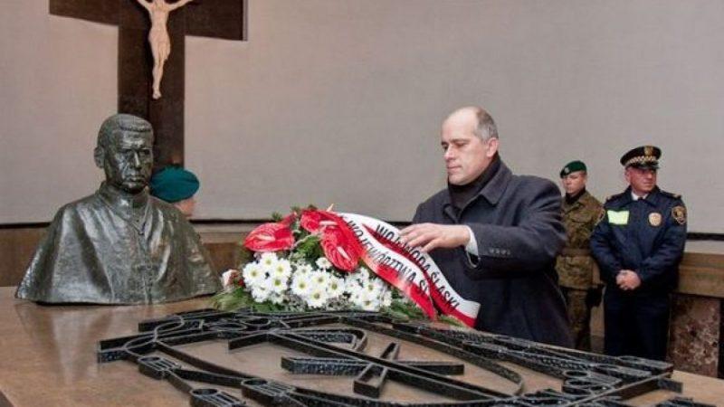 Marszałek złożył kwiaty na grobie Arki Bożka