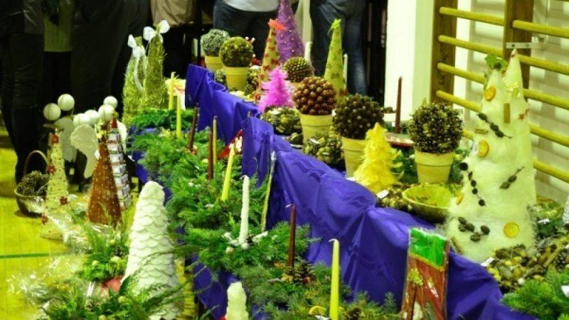 Kiermasz świąteczny w szkole w Sudole