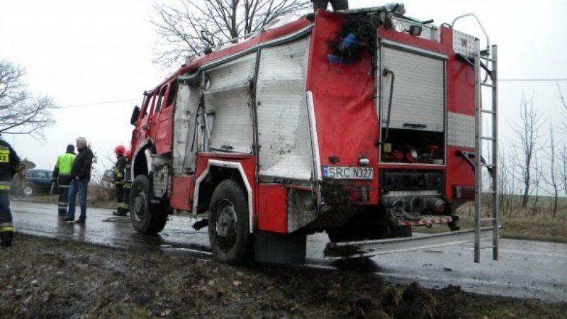 Wóz strażacki zniszczony w wypadku