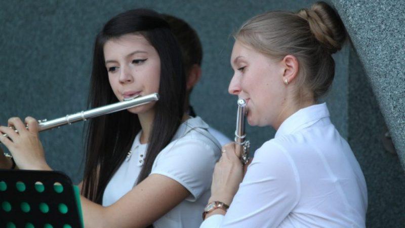 Młodzieżowa Orkiestra w Parku Roth