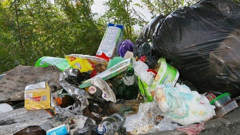 Żwirownie na Ostrogu toną w śmieciach