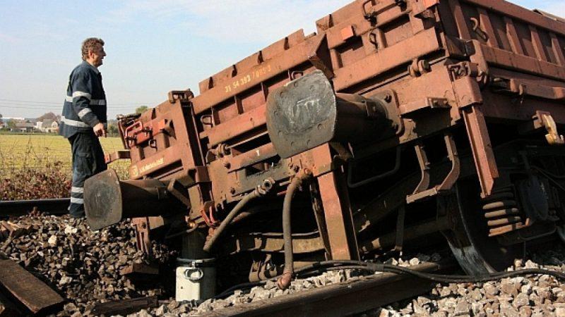 Wykolejony pociąg w Studziennej