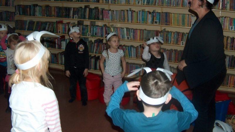 Father Christmas w bibliotece