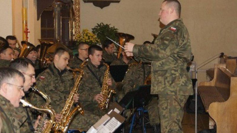 Wojskowa orkiestra w Rudniku