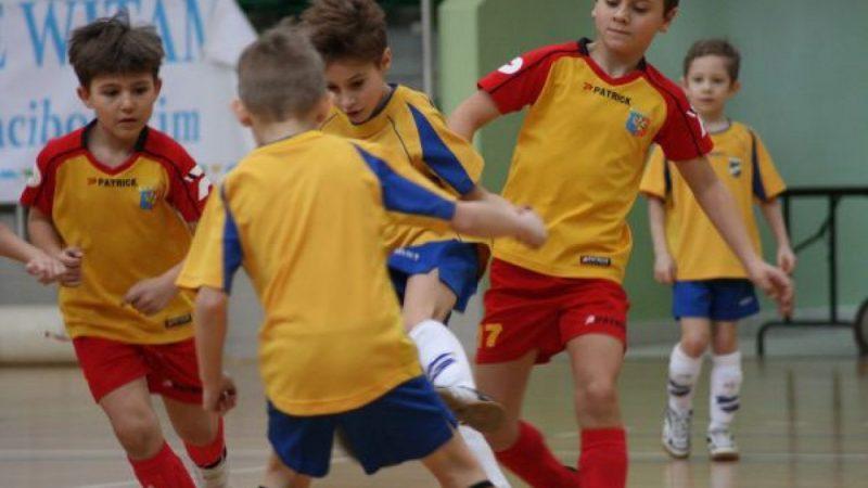 Młodzi piłkarze w Arenie RAFAKO