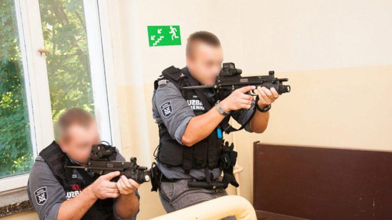 Ćwiczyli techniki interwencji w Zakładzie Karnym