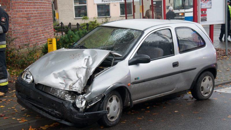 Opel zderzył się z lawetą w Markowicach