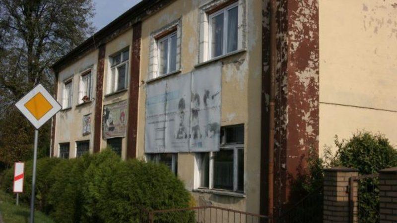 Budynek starego gimnazjum w Nędzy czeka na termomodernizację