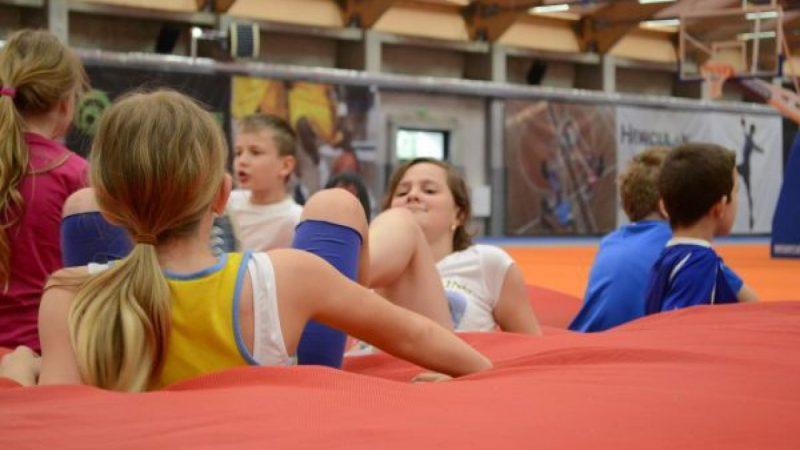 Młodzi lekkoatleci rywalizowali w hali sportowej ZSOMS