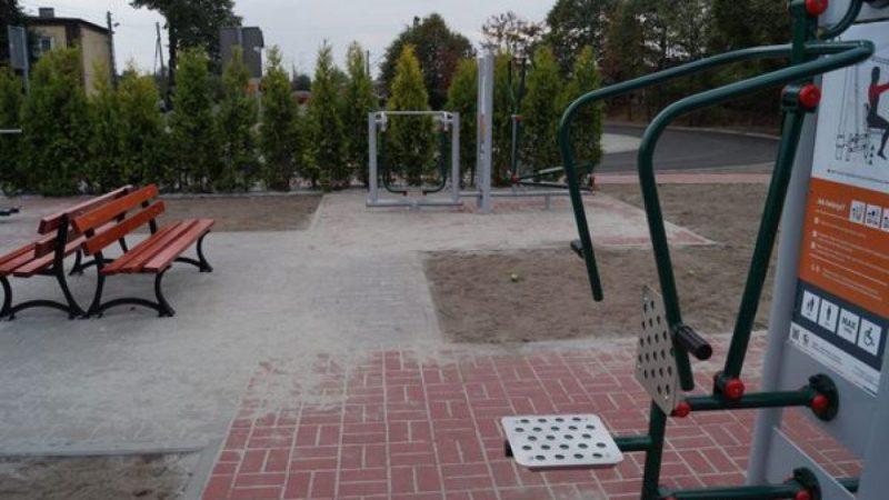 Przy szkole w Nędzy powstał parking i siłownia